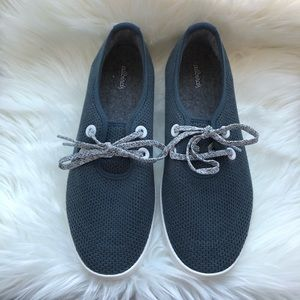 ALLBIRDS • navy tree skipper